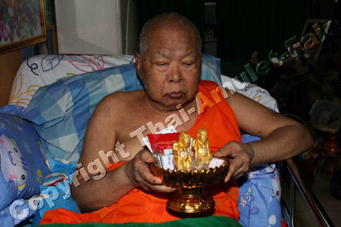 https://www.thai-amulet.com/images/categories/Luang_Pho_Sompong_August_2010-86.jpg